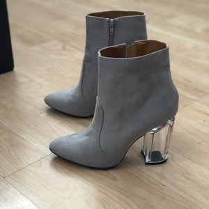 QUPID FAUX SUEDE GRAY BOOTIES CLEAR HEEL SIZE 9